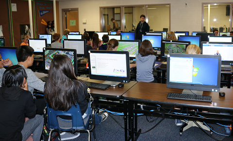 Eighth graders at Sinagua Middle School collaborate on their Future City projects. Photo courtesy of NAU